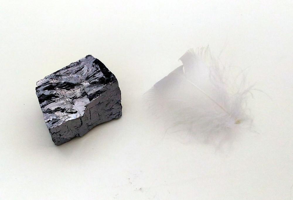 La Galène, pierre d'ancrage et de méditation. Propriétés et vertus. Modes de purification de la pierre.