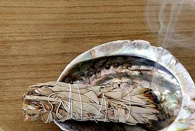 sauge blanche purification de la maison des pierres et cristaux. Purification,fumigation, rituel.