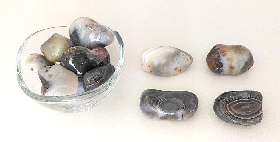 Vertus et propriétés de l'agate en lithothérapie, méthode holistique par les pierres.