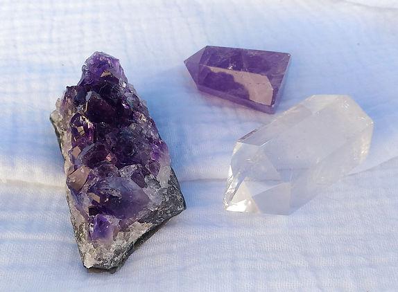 Les pierres du chakra coronal (couronne) en lithothérapie et énergétique.