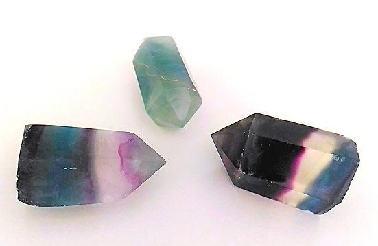 fluorite pierre pour lithothérapie. Fluorite verte, mauve, multicolore. Fluorine.