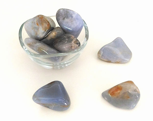 Vertus et propriétés de la calcédoine bleue en lithothérapie, méthode holistique par les pierres.