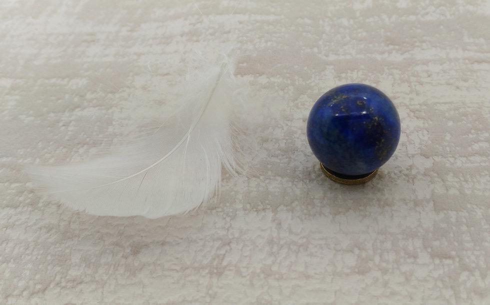 lapis lazuli pierre pour lithothérapie et chakra frontal.
