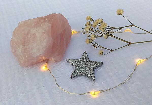 quartz rose vertus et propriétés de la pierre quartz rose en lithothérapie