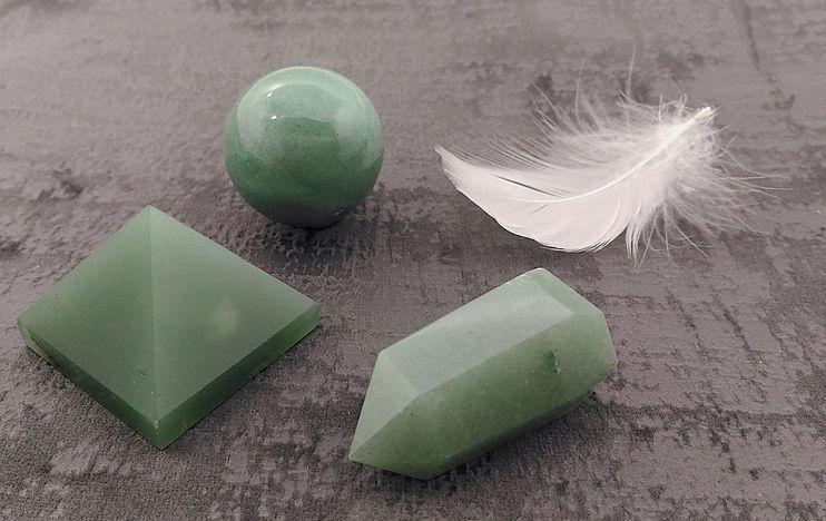 aventurine polie : pierre roulée en aventurine, pointe, sphère, pyramide.
