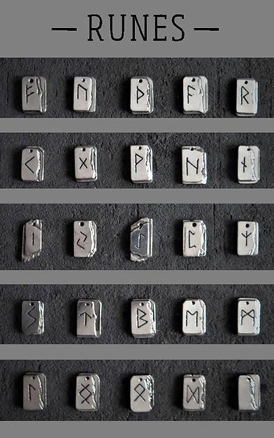 J'imagine des bijoux sur mesure à porter comme des talismans. Chaque bijou rune est composé de symboles et de pierres semi-précieuses révélant les potentiels spirituels et protecteurs de la rune concernée.
