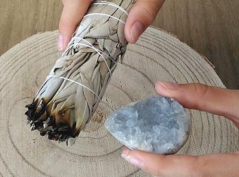Vente en ligne sauge blanche bâtons, smudges, palo santo, encens... Boutique en ligne pierres & cristaux, bijoux pierres semi-précieuses.