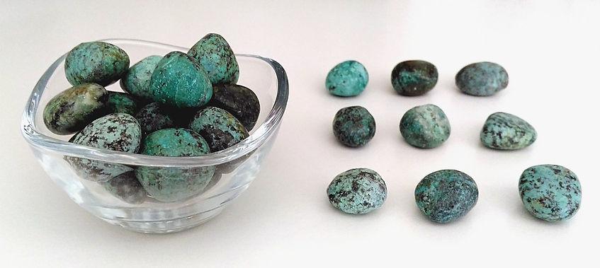 Turquoise, pierre polie et pierre roulée pour lithothérapie.