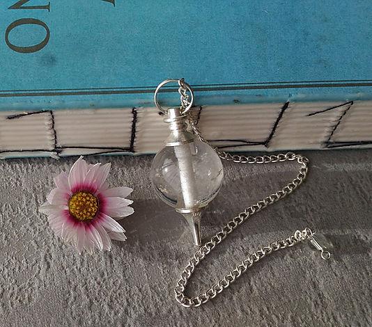 pendule divinatoire en pierre semi précieuse améthyste, cristal de roche, quartz rose, pendule séphoroton.