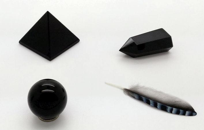L'obsidienne noire pierre du chakra racine est une pierre d'ancrage, d'exploration intérieure.