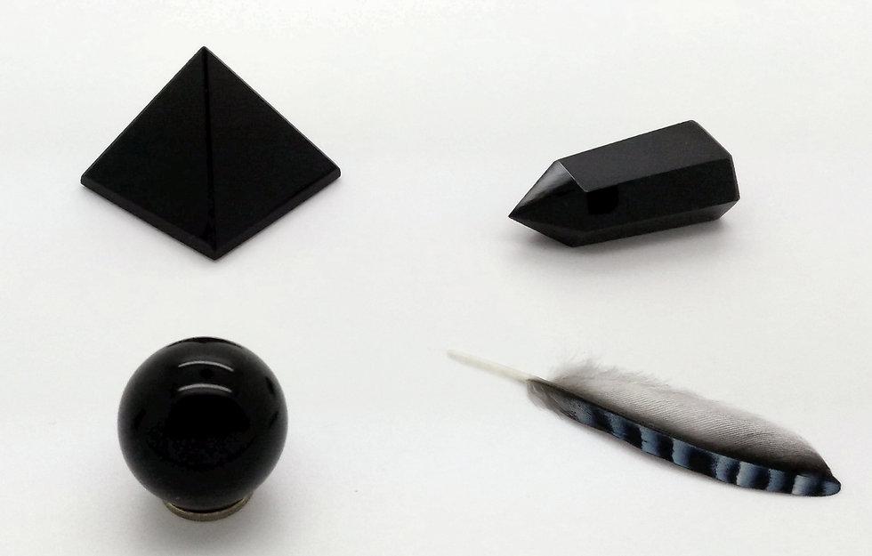 Vertus et propriétés de l'obsidienne en lithothérapie, méthode holistique par les pierres.