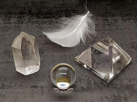 Cristal de roche poli et pierre roulée, cristal de roche brut pour lithothérapie.
