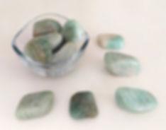 Pierre du chakra turquoise (thymus), l'amazonite favorise l'empathie et l'intelligence émotionnelle.