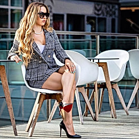 Picture Book of 16 Sexy Professional Women Looks that can Add Spice to Your Daily Drills
