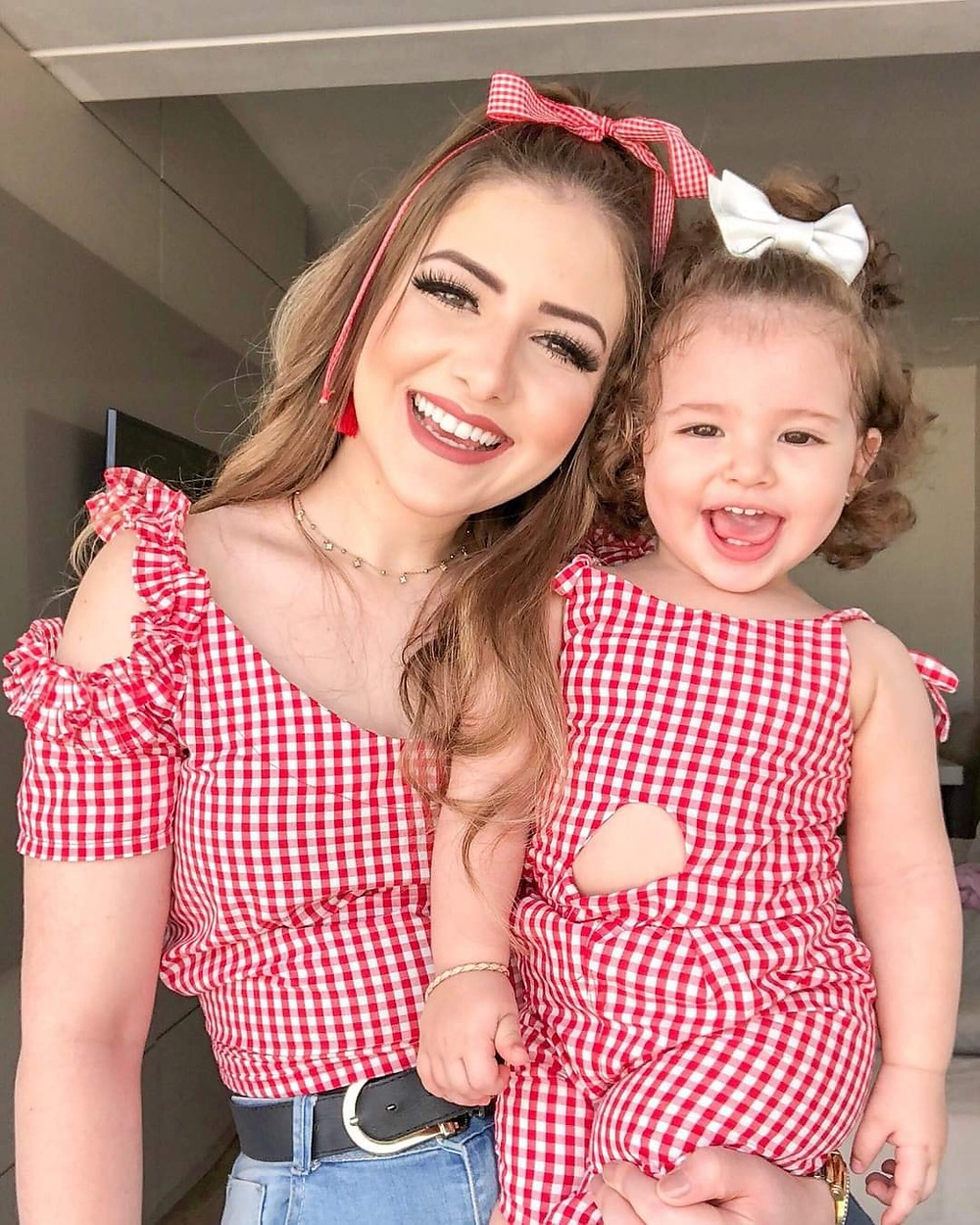 Picture Book of Adorable Mom & Daughter that's Winning Everyone's Heart in Social Media