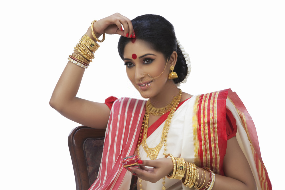 Why women put Sindoor? Know the True Cultural and Scientifical Reason behind Putting Sindoor