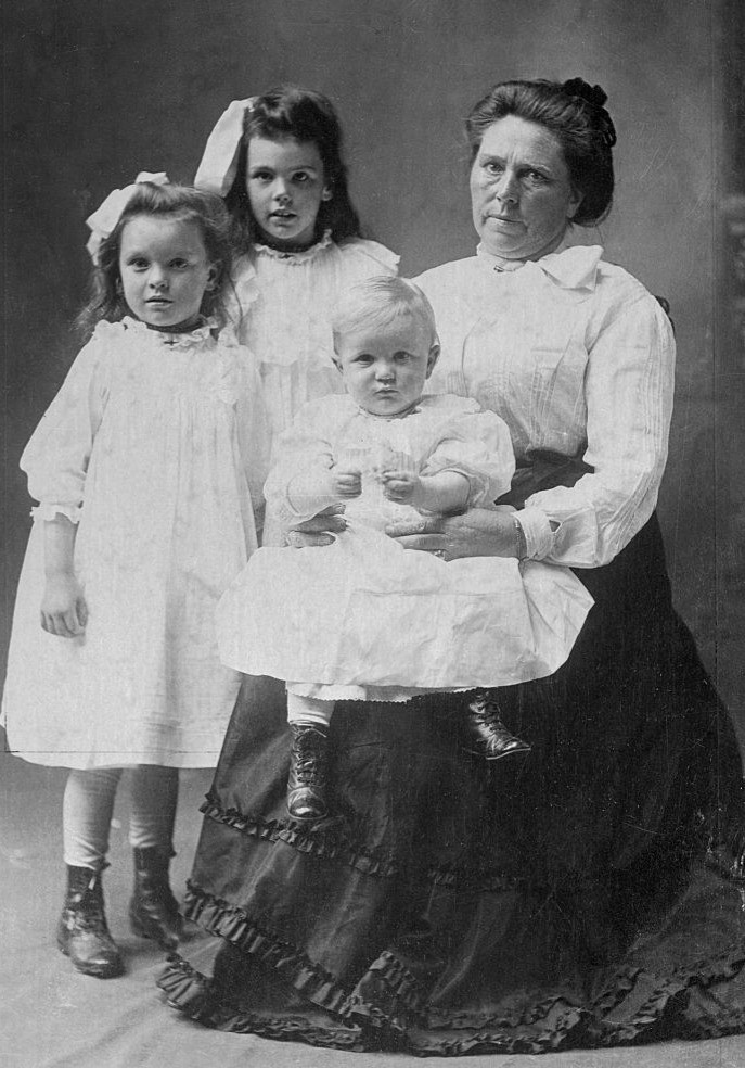 Belle Gunness(Black Widow): Most Infamous Women Serial Killer Killed her Children & Suitors!But Why?