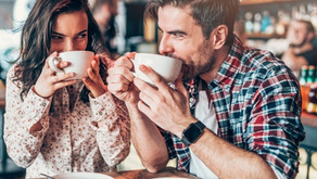 Should You Kiss Or Hug on The First Date? Know What The Experts Say!