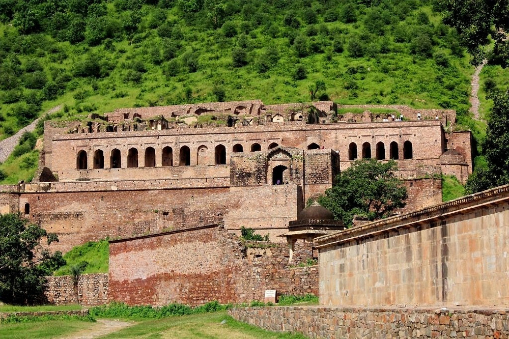 Mystery of The Bhangarh Fort - Scary Story Behind the Most Haunted Place in India