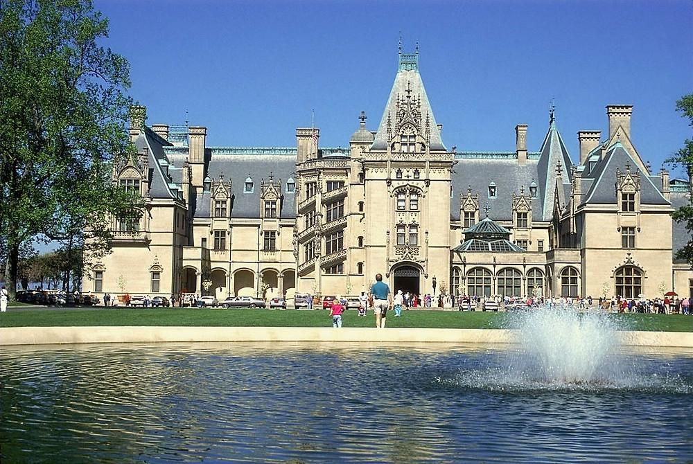 Biltmore Mansion - One of The Most Haunted Place in America! Why the Dead Family is still there?