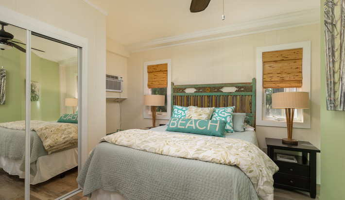 Master Bedroom with Queen bed and AC