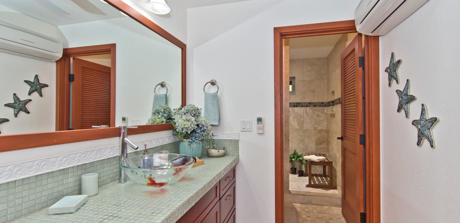 Ocean Ohana Bathroom