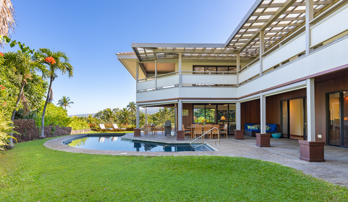 Enter intoyour private yard and pool area
