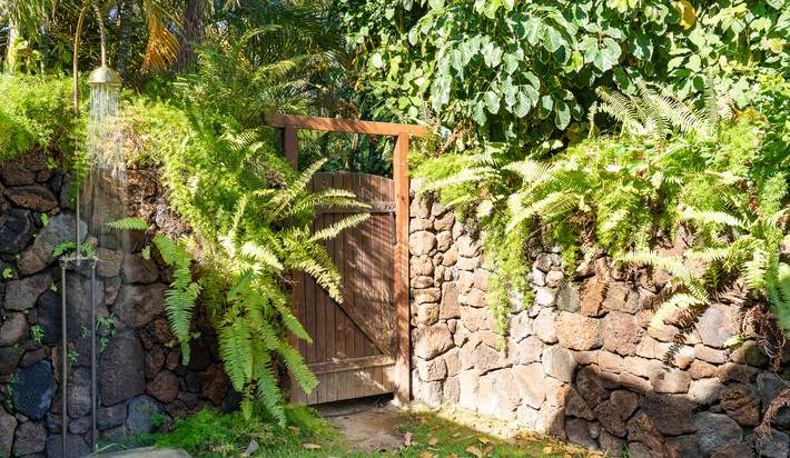 Outdoor shower and side gate to walk to the beach