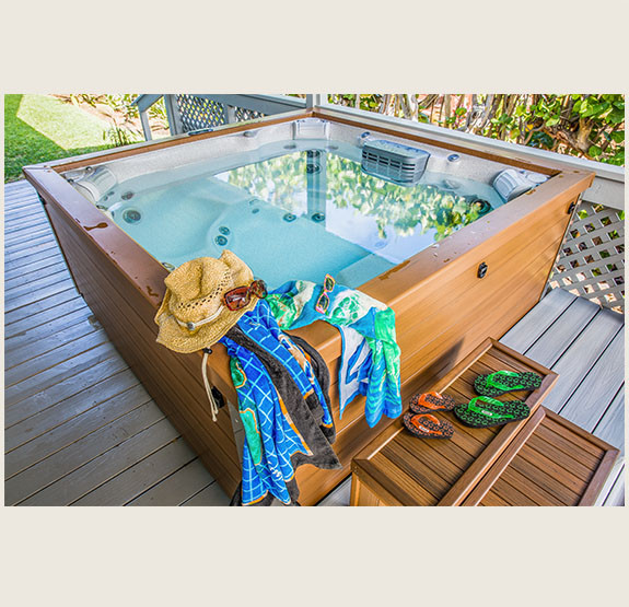 Hut tub can be accessed from the yard or through the Kohala side bedroom