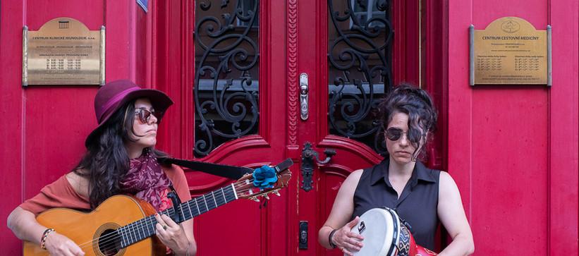 Carolina Zingler e Bárbara Mucciollo em Praga, agosto de 2019 by Paty Tessmann