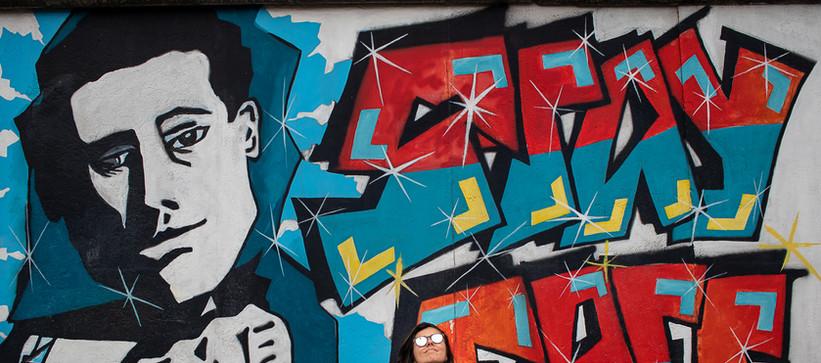 Carolina em Berlim, East Side Galery, julho 2019 by Paty Tessmann