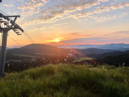 万場スキー場の朝日