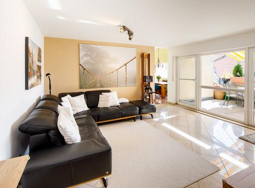 Erfrischend anders! Wunderschöne 5,5 Zimmer DG-Wohnung im Niedrigenergiehaus mit zwei TG-Plätzen