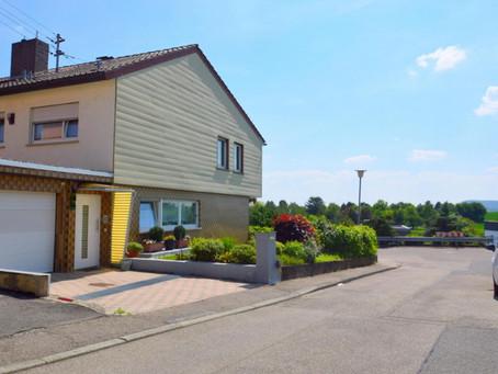 Bald im Angebot - Familienfreundliches Doppelhaus in Frankenbach mit traumhaftem Ausblick