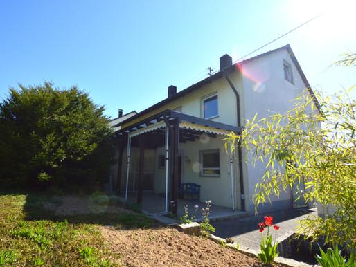 Gepflegt und viel Grün - Doppelhaushälfte in Leingarten zu verkaufen