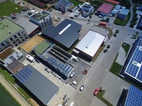 Ein Immobilienkomplex der Extraklasse – Gewerbehalle mit Büro, zwei Wohnungen und Einfamilienhaus