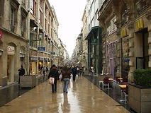 Rue_Sainte-Catherine_(Bordeaux)_2005.JPG
