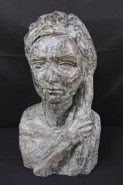 女性の胸像