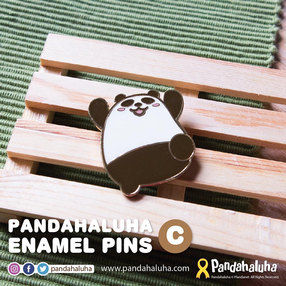 Pandahaluha 熊貓金屬襟章