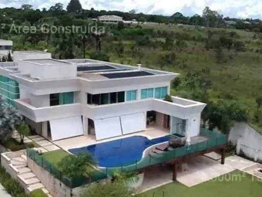Documentos revelam contradição no pagamento de mansão comprada por Flávio Bolsonaro