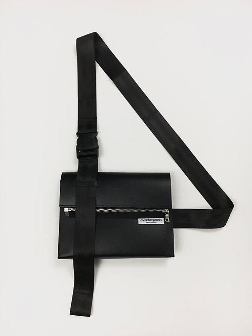 pochette en cuir noir mat