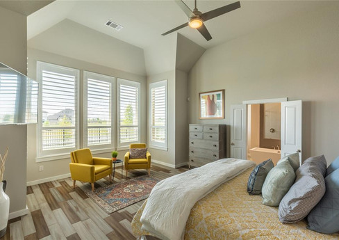 Mixing pattern for a cozy bedroom