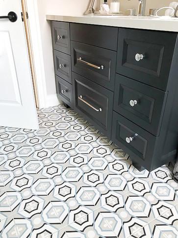 unique black and white bathroom tile