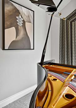 Piano makes for a dramatic livingroom