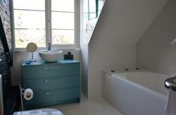 Upstairs En suite bath/shower room
