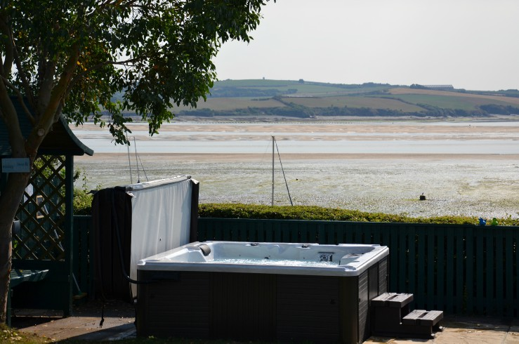 Hot Tub overlooking stunning views