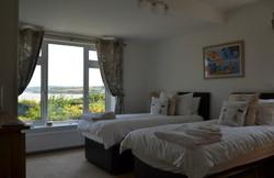 Downstairs en suite zip together or twin bedroom
