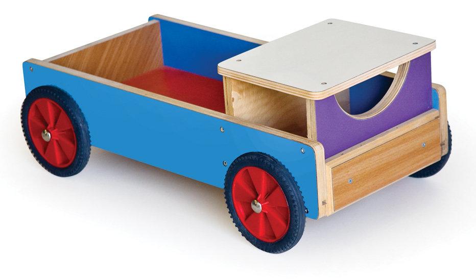 משאית עץ צבעונית ארוכה
