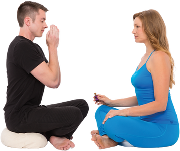 aroma yoga Annemarie man smelling essent