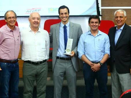 Cerâmica Stéfani é premiada como uma das melhores empresas exportadoras da região